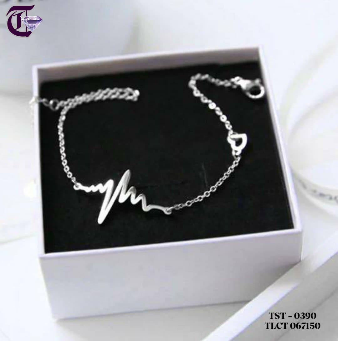 LẮC TAY NỮ TITAN HÌNH NHỊP TIM MÀU TRẮNG TLCT 0390