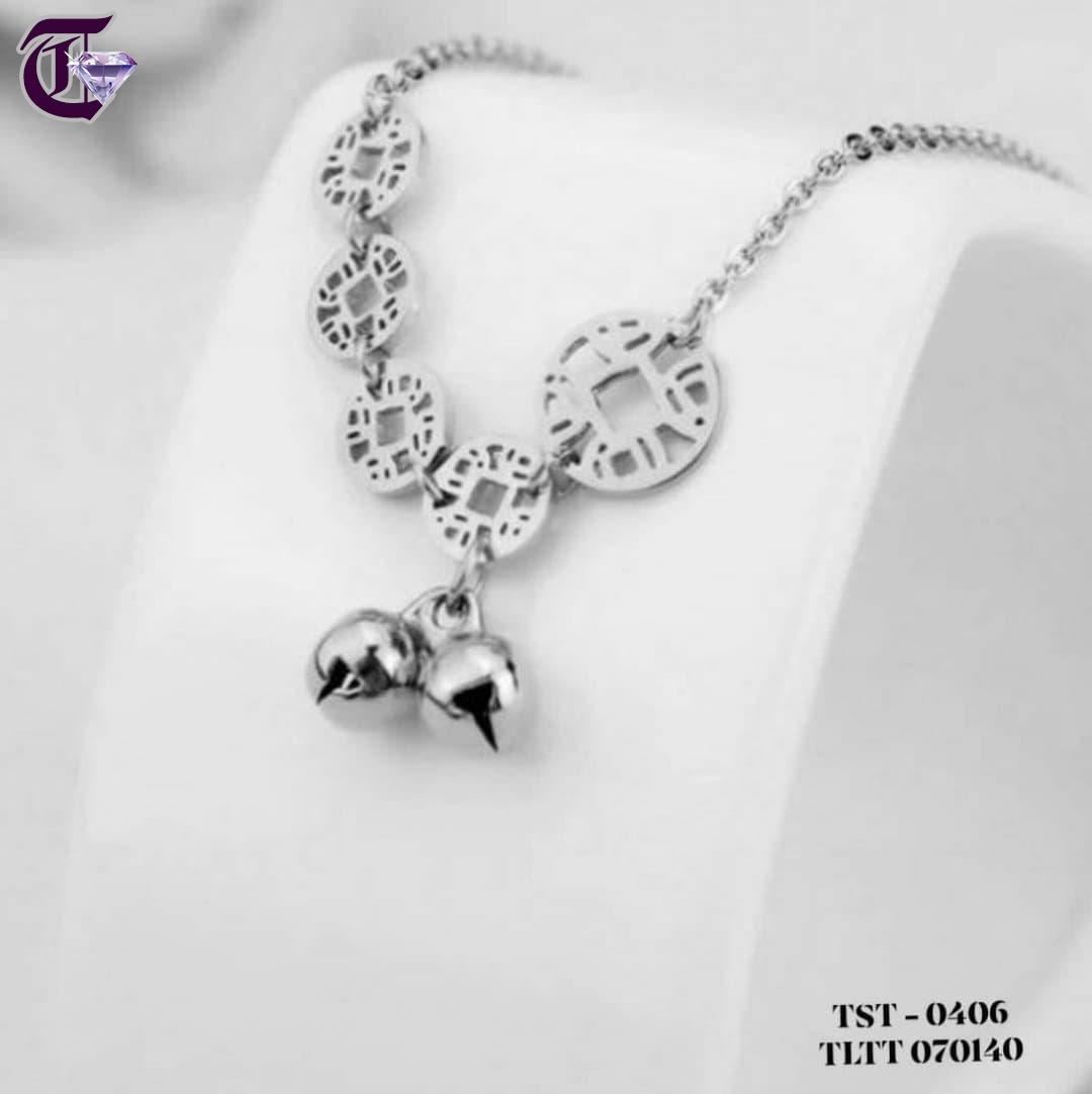 LẮC TAY NỮ TITAN KIM TIỀN MAY MẮN MÀU TRẮNG TLTT 0406